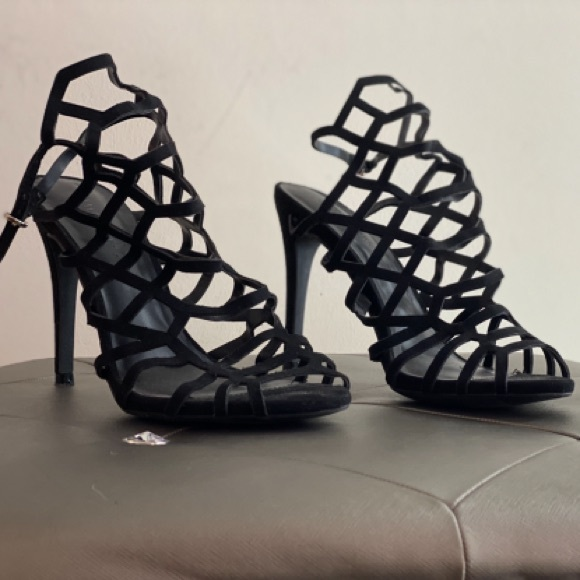 Shoes - Black ankle cut heels